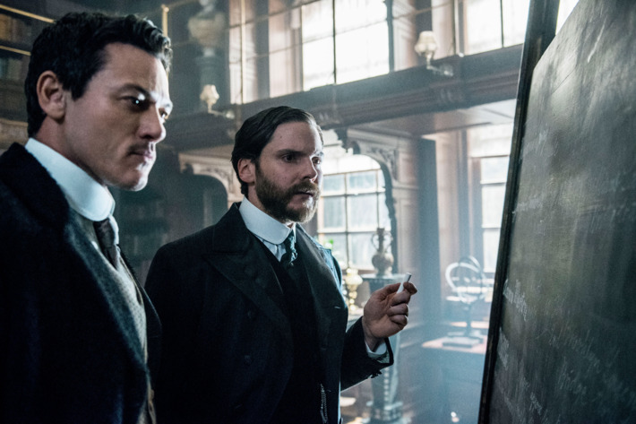 05-the-alienist-103.w710.h473